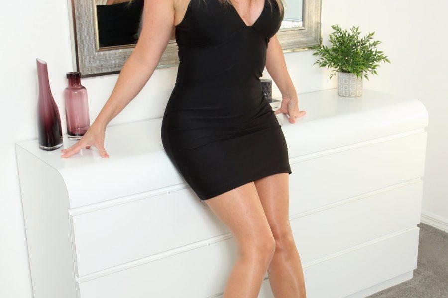 Teta Anja – atraktivna plavuša